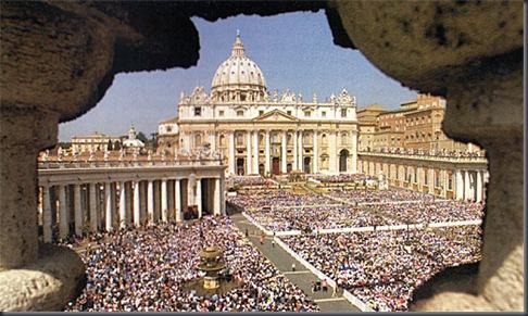 VATICANO, Plaza de San Pedro. La ceremonia de la canonización de la sor Faustina Kowalska
